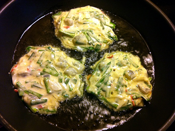 It's Raining~ ♥ Perfect Raining Day Food! – Chive Pancakes!