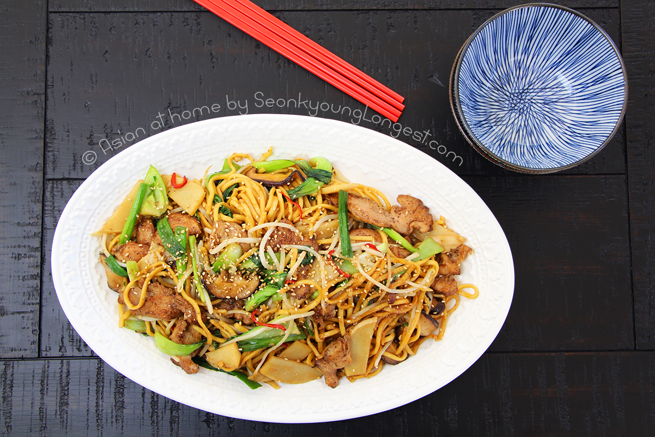 Easy chicken chow mein recipe video seonkyoung longest chewy delicious chinese egg noodles with lots of authentic vegetables and delicious chicken what can i ask for more forumfinder Image collections