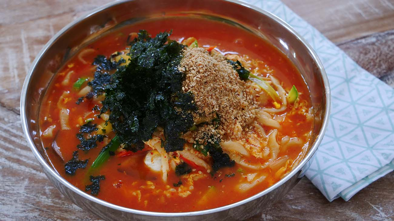 Jang Kalguksu Korean Spicy Noodle Soup Recipe Amp Video